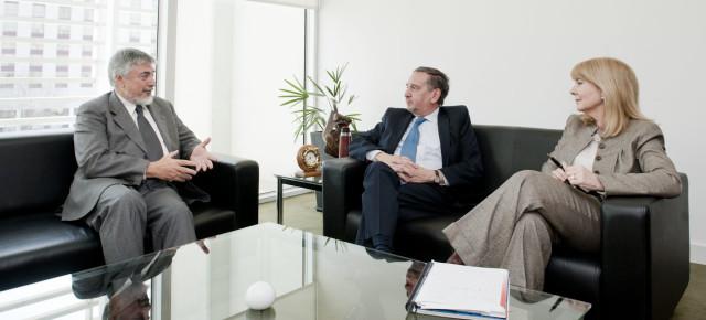 El Ministro Lino Barañao recibió a José Kenny, expresidente de RCAI y actual agregado científico de Italia en Argentina.
