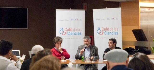 José Kenny, expresidente de RCAI, dictó una charla para el «Café de las Ciencias» en Buenos Aires