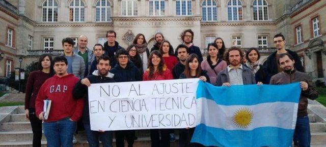 Becarios e investigadores argentinos en Francia se movilizan por el ajuste en Ciencia y Tecnolgía