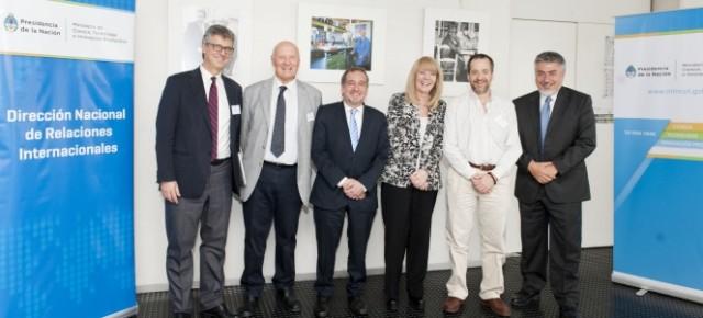 Los doctores Francisco Baralle y José M. Kenny juntos en Buenos Aires en la Conferencia Internacional del Instituto Leloir